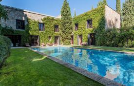 Property for sale in Madrid. Villa with a pool in the district of Aravaca, Madrid, Spain