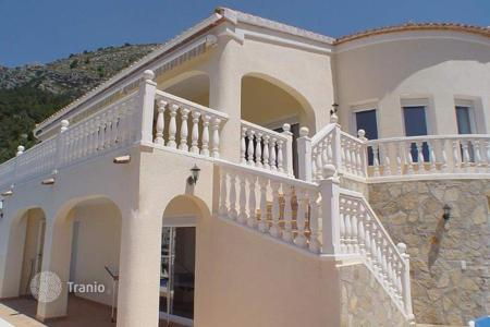 4 bedroom houses for sale in Altea Hills. Lovely family house of 4 bedrooms with exceptional sea views in Altea