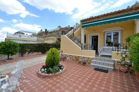 Cheap townhouses for sale in Valencia. Townhouse near the golf course in Ciudad Quesada