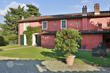 Villas and houses for rent with swimming pools in Tuscany. Villa – Lucca, Tuscany, Italy