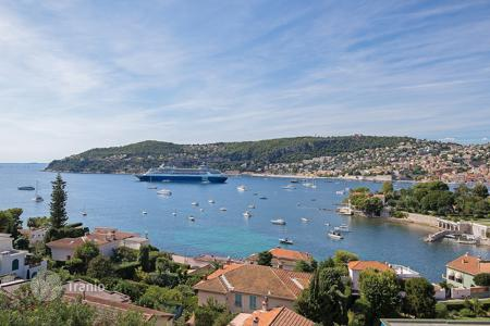 Luxury apartments with pools for sale in Côte d'Azur (French Riviera). Sumptuous apartment Saint-Jean-Cap-Ferrat