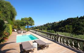 4 bedroom houses for sale in Nice. Luxury villa with a pool, a terrace, a garden with fruit trees and a sea view, Nice, France