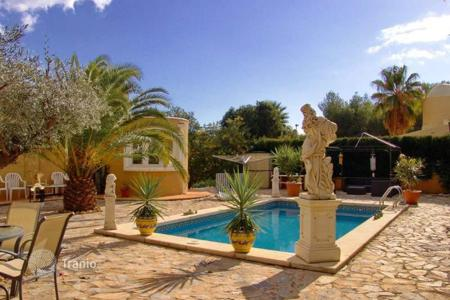 4 bedroom houses for sale in Altea. Villa of 4 bedrooms with private pool, garden and mountain views in Altea