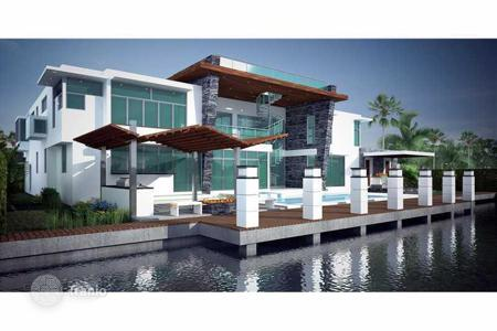 Houses with pools by the sea for sale overseas. New duplex villa with roof terrace in Fort Lauderdale, Florida