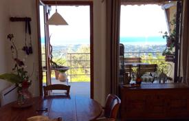 Residential for sale in Vence. Family hilltop villa with a garden and sea views, Vence, France