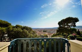 5 bedroom apartments for sale in Côte d'Azur (French Riviera). Heart of Cimiez, superb apartment of 165 m² on the top floor with sea view