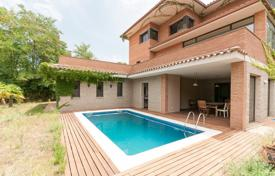 Residential for sale in Cerdanyola del Vallès. Villa – Cerdanyola del Vallès, Catalonia, Spain