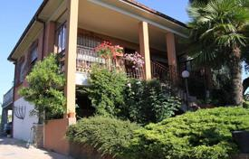 Residential for sale in Ziano Piacentino. Panoramic VILLA with GARDEN