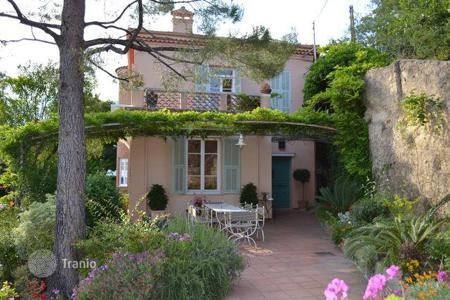 Luxury 3 bedroom houses for sale in Provence - Alpes - Cote d'Azur. Stunning typical house with a panoramic view over the sea