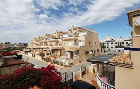 Cheap houses for sale in Spain. Orihuela Costa, La Zenia. Townhouse-duplex of 75 m² with 58 m² plot. It has 2 bedrooms, 2 bathrooms