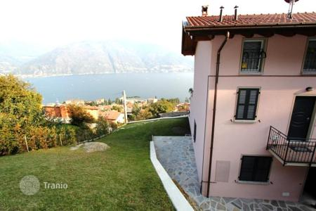 Cheap apartments for sale in Lombardy. Apartments in a new complex with swimming pool on Lake Como