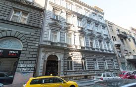 Property for sale in District VI (Terézváros). Open plan studio-apartment in a renovated building of 1886, in the prestigious central part of the city, the 6th district, Budapest