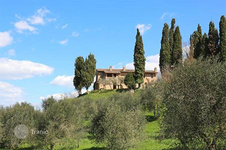 Houses for sale in Chiusi. Farmhouse for sale in Tuscany