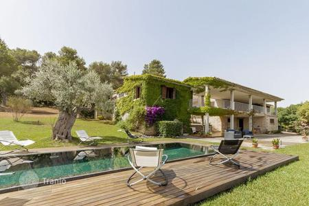 Luxury residential for sale in Balearic Islands. Country villa with sea views, pool and garden, near the beach in Mal Pas, Alcudia, Mallorca