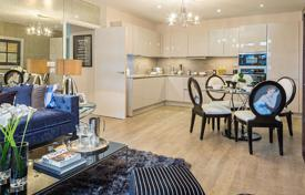 Property for sale in London. New two-bedroom apartment in a residential complex with a concierge, a gym and a parking, London, UK
