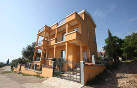 Property for sale in Utjeha-Bušat. Big house with two apartments, overlooking the sea in Solace