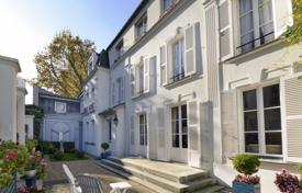 Luxury houses for sale in Ile-de-France. Paris 19th District – An exceptional period property with a garden