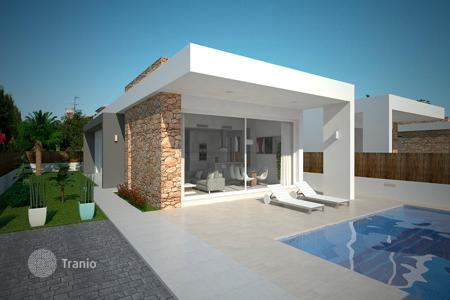 3 bedroom houses for sale in Spain. 3 bedroom villa with garden in Torrevieja