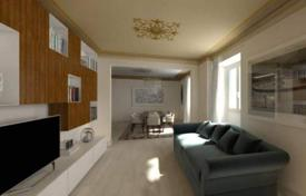 2 bedroom apartments for sale in Tuscany. Five-room apartment in a classical style, Florence, Tuscany, Italy
