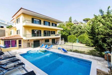 Houses with pools for sale in Lisbon. Villa with a terrace, near the beaches and the center of Cascais in Portugal
