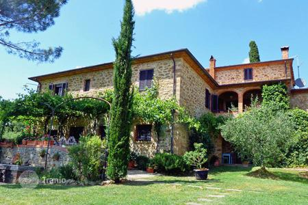 6 bedroom houses for sale in Tuscany. Prestigious country house for sale in Tuscany