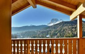 2 bedroom apartments for sale in Cortina d'Ampezzo. Apartment – Cortina d'Ampezzo, Veneto, Italy