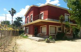 Chalets for sale in Catalonia. House for renovate in Palafolls