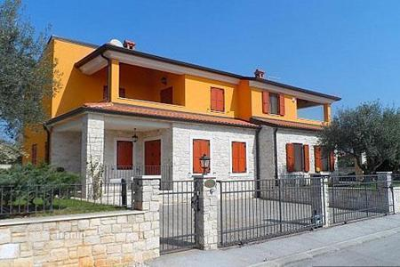Townhouses for sale in Croatia. Comfortable semi-detached house with swimming pool in the exclusive area