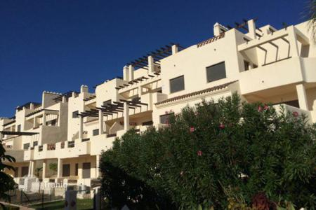 Foreclosed 2 bedroom apartments for sale in Andalusia. Apartment – Estepona, Andalusia, Spain