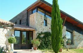 Property for sale in Aquitaine. House with 4 rentable bungalows PLUS a vineyard