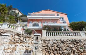 Luxury 3 bedroom houses for sale in Côte d'Azur (French Riviera). Two-storey villa with a terrace, a gazebo and views of the Saint-Jean-Cap-Ferrat lighthouse, Nice, France