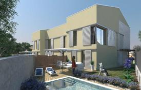 Coastal residential for sale in Canet de Mar. Terraced house – Canet de Mar, Catalonia, Spain