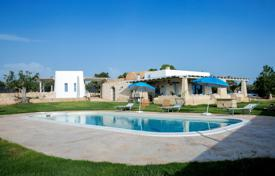 Villas and houses for rent with swimming pools in Apulia. Traditional villa with two guest houses, a picturesque garden and a swimming pool, in a quiet district, Torre Suda, Italy