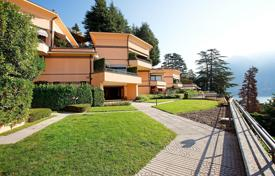 Luxury 5 bedroom apartments for sale in Italy. An outstanding home set within a Residence (11 properties) with beautiful lake views