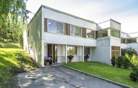 Townhouses for sale in Uusimaa. Spacious townhouse with terrace, garden and sauna, near the sea, Helsinki, Finland