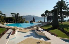 Apartments with pools for sale in Villefranche-sur-Mer. Contemporary apartment with a swimming pool and a garden, Villefranche-sur-Mer, France