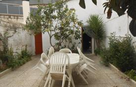 5 bedroom houses for sale in Barcelona. Terraced house for sale in Badalona with a 80 m² terrace