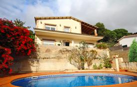 3 bedroom houses for sale in Catalonia. Furnished sea view villa with a swimming pool and a parking near the beach, Lloret de Mar, Spain
