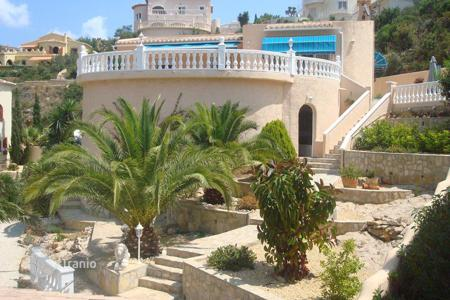 Coastal property for sale in Cumbre. Villa of 3 bedrooms with pool and terrace area in Benitachell