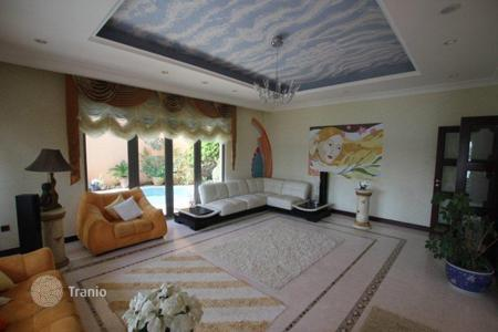 Luxury houses for sale in Western Asia. Luxurious, furnished villa with sea views in the area of Palm Jumeirah