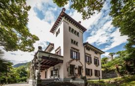 Luxury houses with pools for sale in Italy. The historic manor house with a lush garden and panoramic views of Lake Como, Lombardy