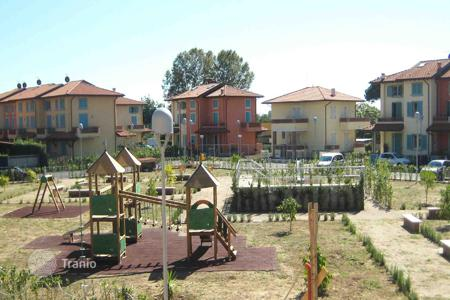Coastal townhouses for sale in Tuscany. Terraced house - Lucca, Tuscany, Italy