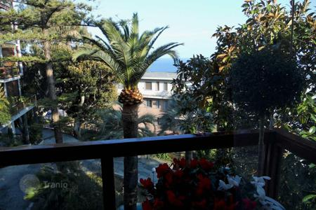 4 bedroom apartments for sale in Italy. Furnished high class apartment in excellent condition in San Remo, Liguria