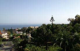 Houses with pools by the sea for sale in Italy. Villa – Sanremo, Liguria, Italy