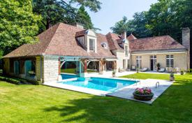 Marnes-la-Coquette. A superb property set in extensive grounds. for 8,800,000 €