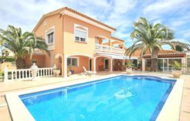 Coastal property for sale in Costa Brava. Villa – Empuriabrava, Catalonia, Spain