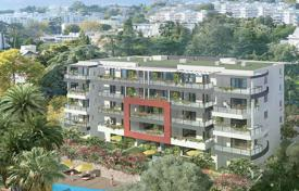 New homes for sale in Nice. Two-bedroom apartment with a sea view in a new residential complex with a swimming pool in Bas Fabron area, Nice, Côte d'Azur, France