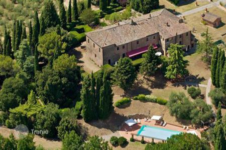 Houses for sale in Siena. Luxury farmhouse for sale in Tuscany