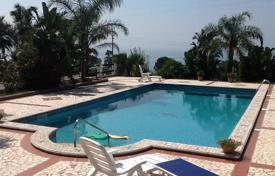 Houses with pools by the sea for sale in Italy. Villa with a terrace, garden and swimming pool with panoramic views of the sea in Capo Vaticano, 500 meters from the beach
