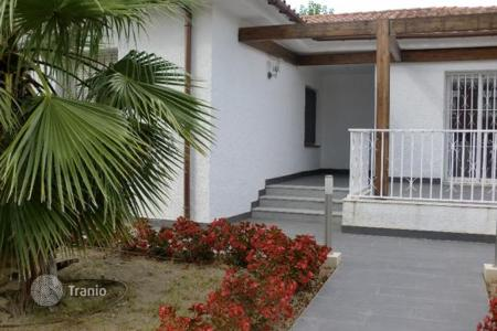 Houses for sale in Costa Dorada. Two-storey house with a large plot of land next to the sea in Cambrils, Costa Dorada